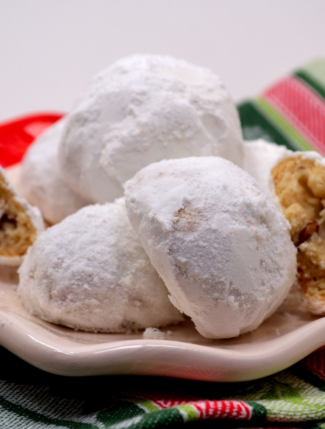 (Snowballs) Russian Tea Cakes | suzie sweet tooth