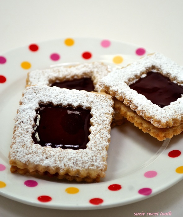Raspberry Linzer Cookies | suzie sweet tooth