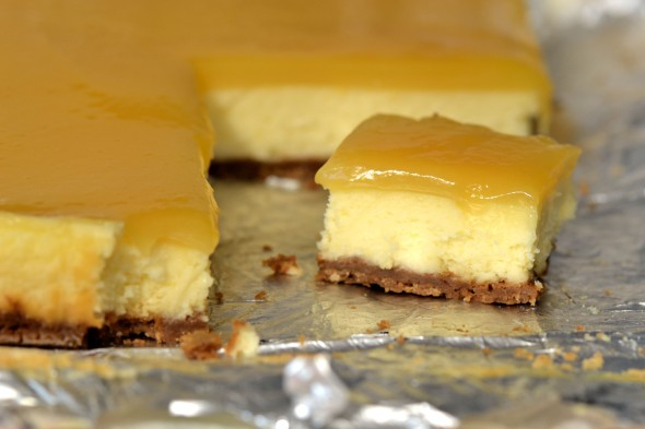 Lemon Cheesecake Squares Slicing