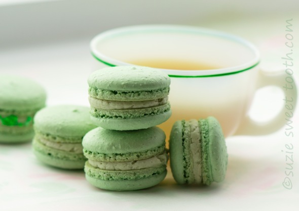 matcha macarons with matcha buttercream filling