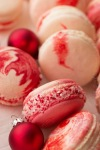 Candy Cane MacaronsSuziesweettooth